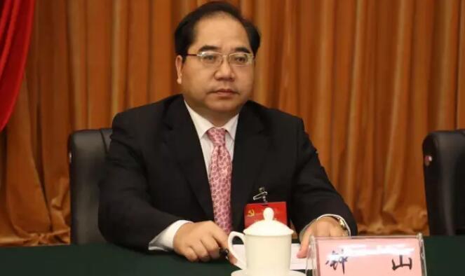 钟山简历:柳州市委常委、纪委书记钟山,拟任正厅级领导职务