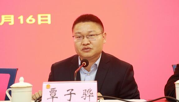 覃子骅简历:来宾中级法院院长覃子骅,曾任南宁铁路运输法院副院长