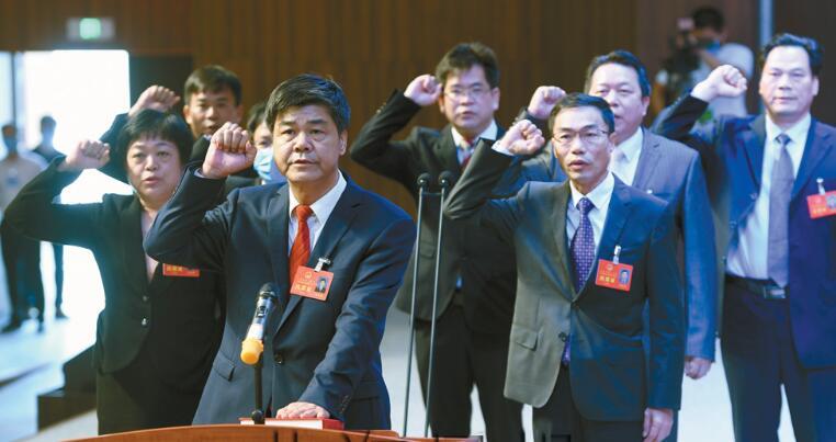 刘志明当选北海市人大主任,李海文当选副主任,马南萍当选北海市监委主任(简历)